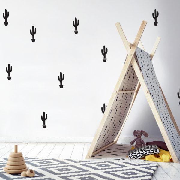 Les stickers muraux cactus noir mat sont une idée pas chère pour décorer une chambre de garçon